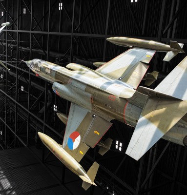 2 straaljagers in een dog-fight bij het Nationaal militair Muzeum
